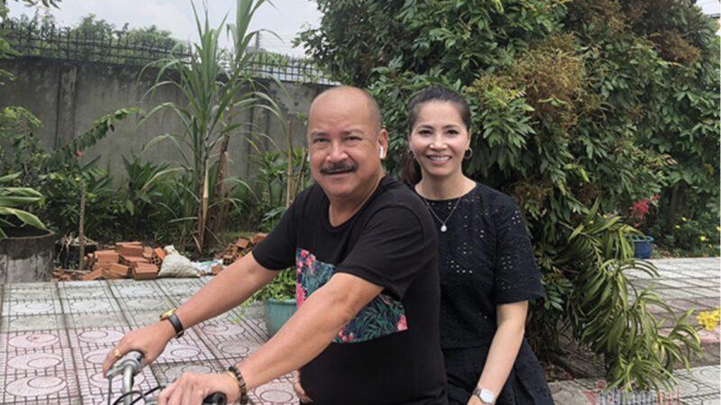 Nghệ sĩ Hoàng Sơn U60 hạnh phúc bên bà xã cựu người mẫu