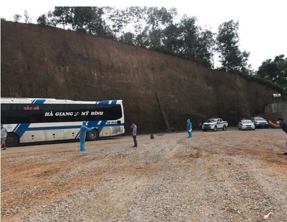 Hà Nội phát hiện 20 người liên quan ca F0 trèo tường trốn viện tại Bắc Giang, đến bến xe Mỹ Đình bắt xe khách về quê