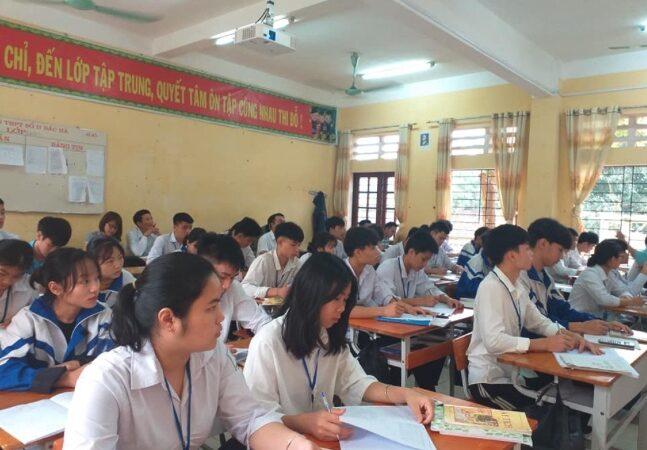 Hơn 500 học sinh Lào Cai học nhờ địa phương khác