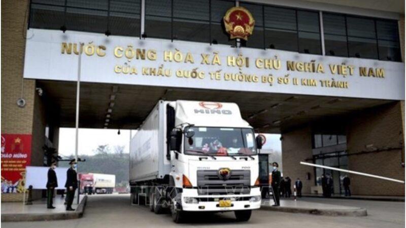 Lào Cai: Khuyến cáo doanh nghiệp chưa đưa thanh long lên cửa khẩu Kim Thành