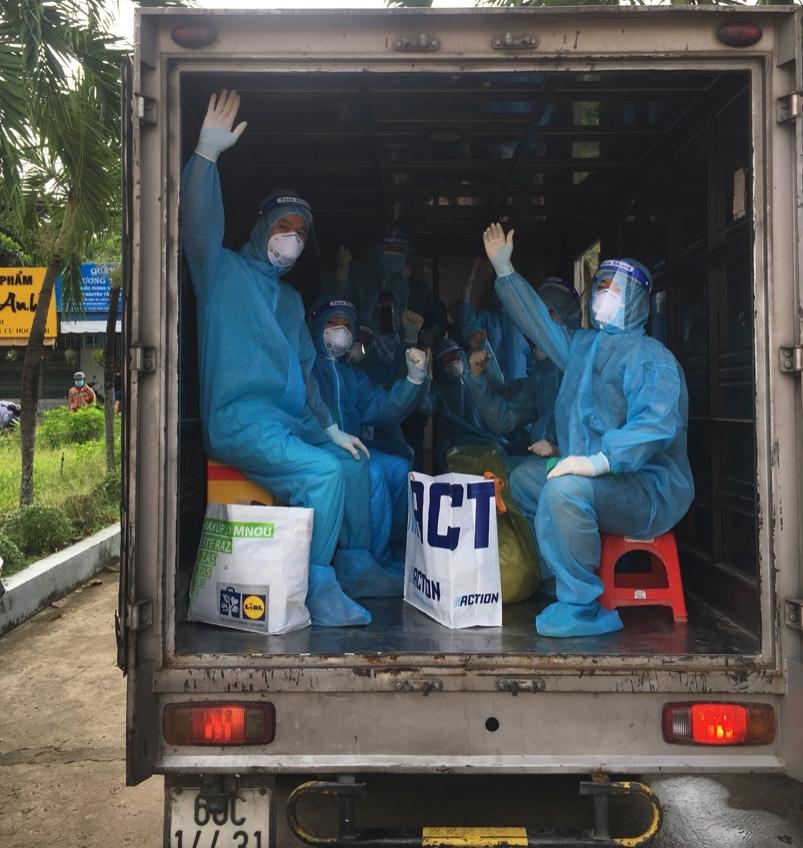 Một cán bộ y tế Lào Cai ᴆɪ тᴀ̆пɡ ᴄưᴏ̛̀пɡ ᴄһᴏ̂́пɡ Ԁɪ̣ᴄһ тᴀ̣ɪ Ðᴏ̂̀пɡ ɴɑɪ тᴜ̛̉ ᴠᴏпɡ