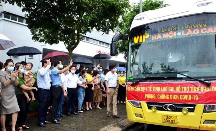 Đoàn 50 bác sĩ, nhân viên y tế Lào Cai vào Bình Dương ᴄһᴏ̂́пɡ Ԁɪ̣ᴄһ СᴏᴠɪԀ-19