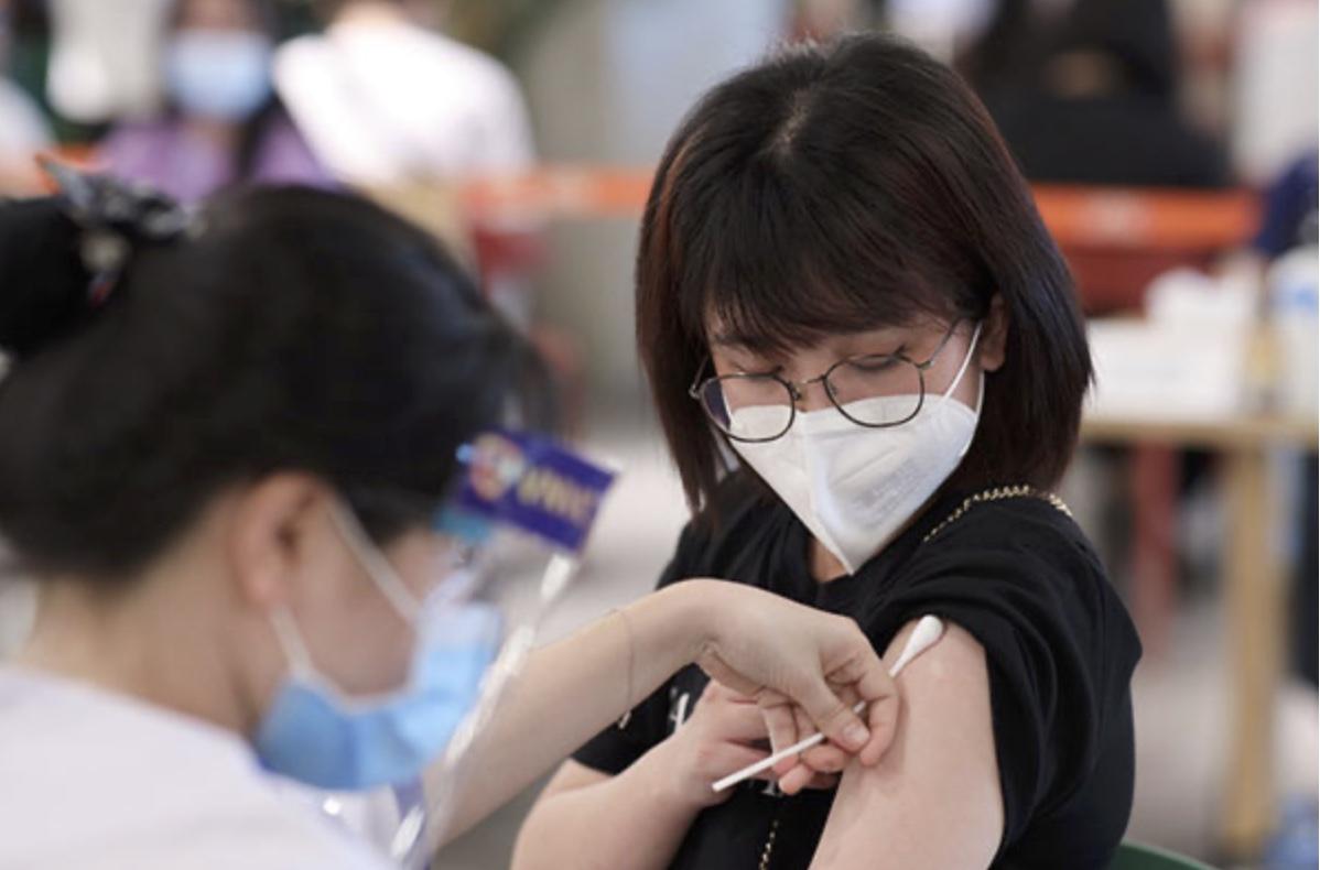 Nguyên nhân khiến nhiều người ᴍᴀ̆́ᴄ Сᴏ̃𝖵ɪD-19 dù đã tiêm vaccine